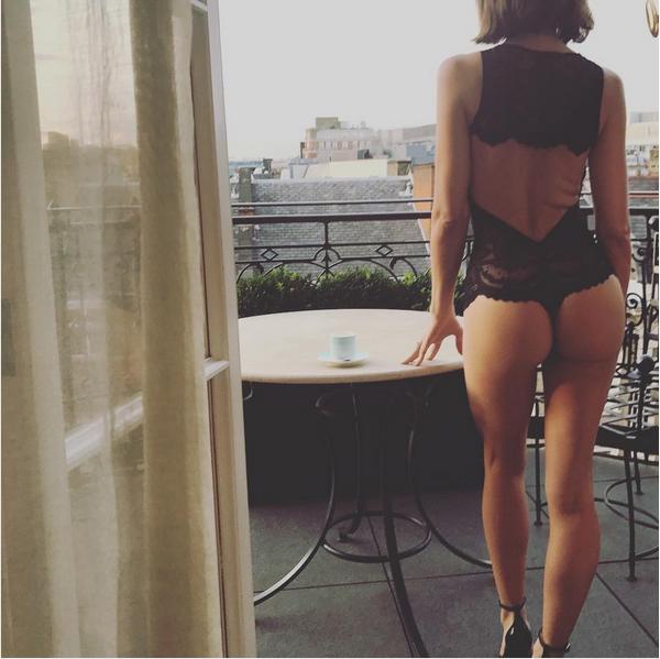 A atriz e dançarina Jenna Dewan de lingerie em uma foto feita por seu marido, Channing Tatum (Foto: Instagram)