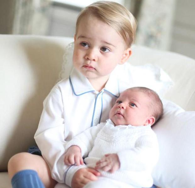 Princesa Charlotte e seu irmão, príncipe George (Foto: Reprodução)