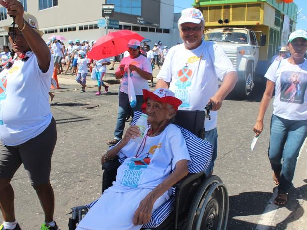 Dona Maria das Graças não abre mão de participar todos os anos (Foto: Gustavo Almeida/G1)