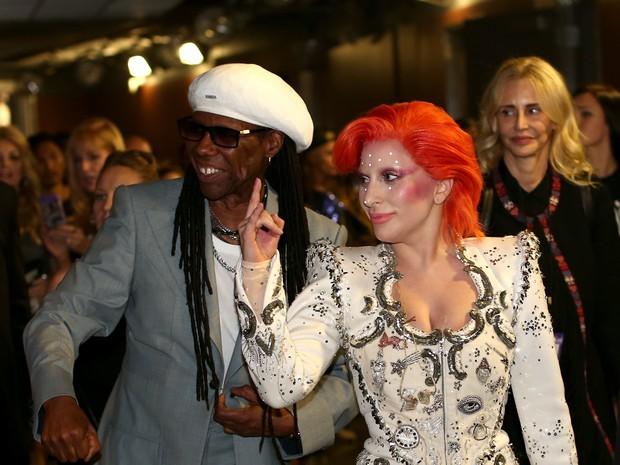 Nile Rodgers e Lady Gaga no Grammy, em Los Angeles, nos Estados Unidos (Foto: Christopher Polk/ Getty Images/ AFP)
