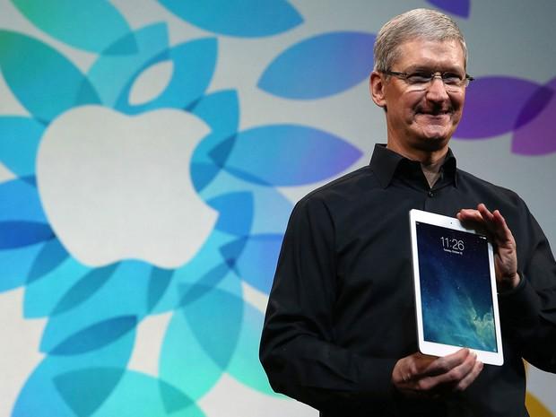 Tim Cook, presidente executivo da Apple, apresenta o novo iPad Air nesta terça-feira (22), em San Francisco, nos EUA. (Foto: Justin Sullivan/France Presse)