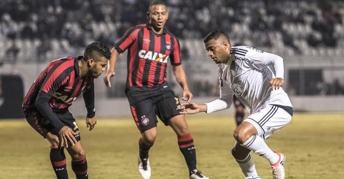 Reinaldo, lateral-esquerdo Ponte Preta (Foto: Fabio Leoni/ PontePress)