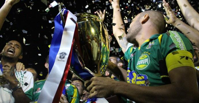 Gurupi comomera o hexa com a taça dourada (Foto: Vilma Nascimento/GloboEsporte.com)