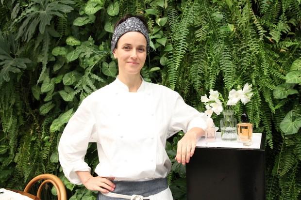 Helena Rizzo fala de empoderamento e dá receita certeira de espaguete alho e óleo