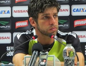 Juninho Pernambucano na coletiva do Vasco (Foto: Gustavo Rotstein)