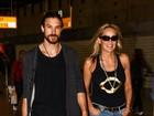 Com o namorado a tiracolo, Sharon Stone deixa o Brasil