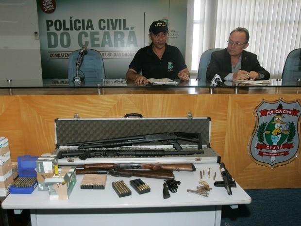 Grupo foi preso com 11 armas de grosso calibre e mais de 1.500 munições (Foto: Kiko Silva/Agência Diário)