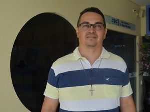 Padre Sidney Canto é um divulgador da história e cultura da região (Foto: Weldon Luciano/ G1 )