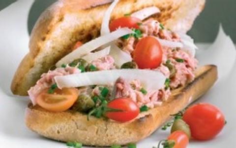 Sanduíche de atum com mostarda de Dijon