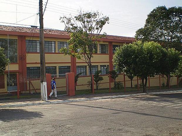Escola estadual José Firpo não possui o AVCB (Foto: Câmara Municipal de Lucélia/Divulgação)