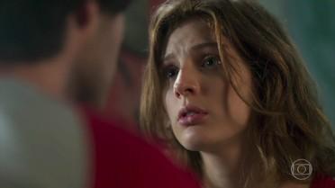 Juliana diz a Lucas que é apaixonada com Giovane