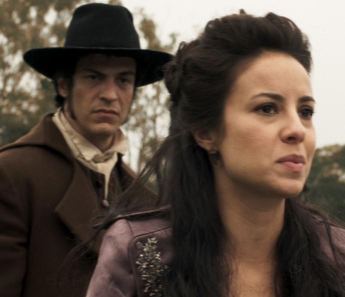 Joaquina está muito preocupa com o desaparecimento do pai (Foto: TV Globo)