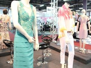 Manequins na Expofica exibem roupas das confecções locais.  (Foto: Jéssica Balbino/ G1)