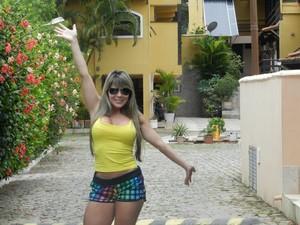 Vânia Prisco passou seis meses internada após aplicar metacril nos glúteos (Foto: Arquivo Pessoal)