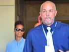 Cercada de seguranças, Alicia Keys desembarca em aeroporto no Rio