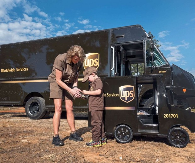 James Walker, de 5 anos, quer ser motorista da UPS quando crescer (Foto: UPS)