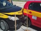 Instrutor deixa carro de autoescola, e aluna bate com veículo em Cabo Frio