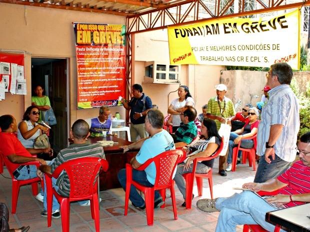 Servidores grevistas da Funai em Manaus (Foto: Girlene Medeiros/G1 AM)