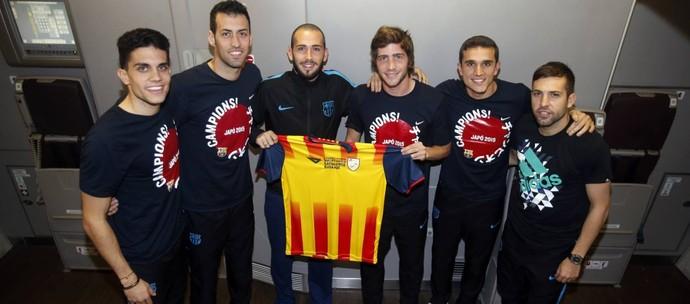 Jogadores do Barça com camisa da Catalunha (Foto: Site oficial Federação Catalã de Futebol)
