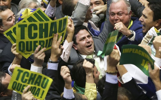 """""""Tchau, querida"""": deputados comemoram aprovação de processo de impeachment de Dilma (Foto: Marcelo Camargo / Agência Brasil)"""