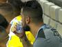Maicon sente pé direito, sai mais cedo e vira preocupação para o Grêmio
