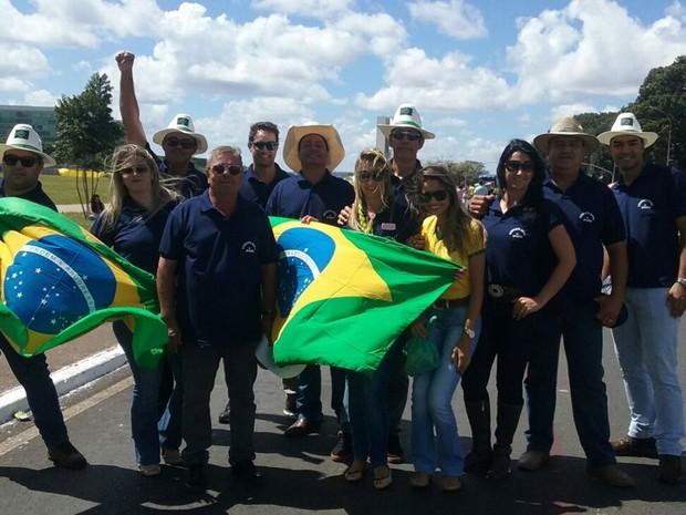 Representantes do Sindicato Rural de Itaporá (GO) participam de protesto pró-impeachment em Brasília (Foto: Bárbara Nascimento/G1)