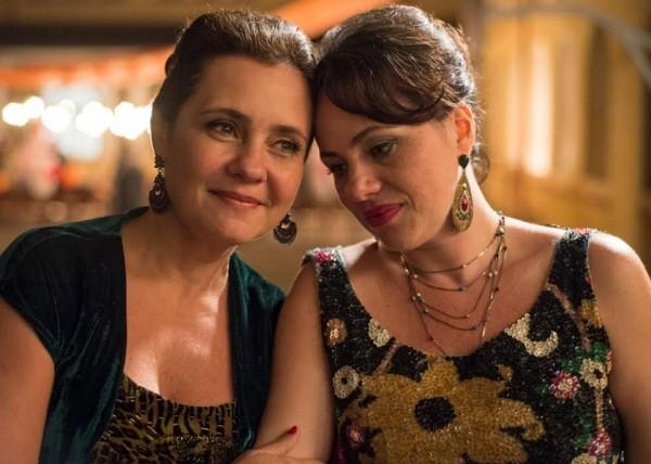 Adriana Esteves e Karine Teles são irmãs no longa selecionado para dois importantes festivais de cinema  (Foto: Divulgação)