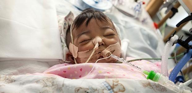 bebê chinesa internada com problema raro no fígado (Foto: divulgação )