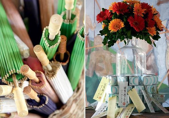 As sombrinhas coloridas de papel, trazidas do Japão, serviram como proteção contra o sol. Nas caixas dispostas ao redor do vaso com gérberas, sininhos em forma de tartaruga, o presente da saída (Foto: Evelyn Müller)