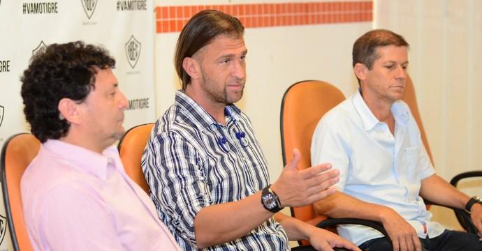 Bordon Treinador Rio Branco-SP Tigre (Foto: Sanderson Barbarini / Foco no Esporte)
