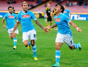 Vargas comemora gol do Napoli contra o Solna (Foto: EFE)