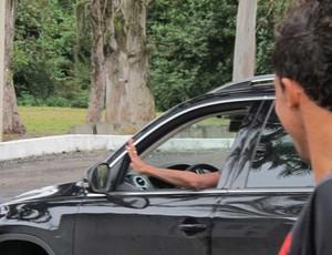 kleberson dá tchau para o companheiro Magal (Foto: Janir Junior / Globoesporte.com)