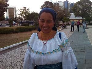 Índia equatoriana participou do protesto (Foto: Caroline Holder/ G1)