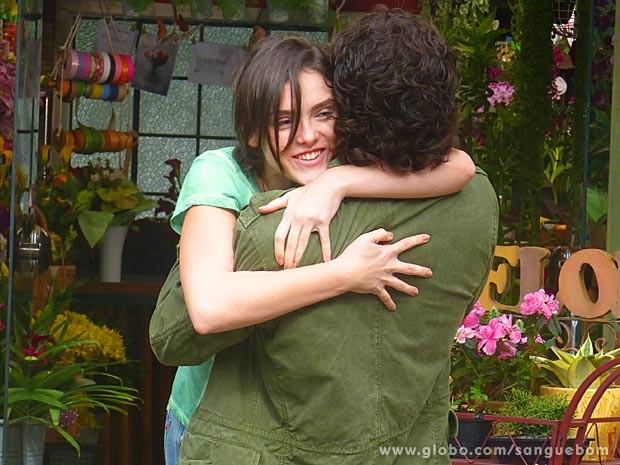 Giane adora saber que Bento não quer saber mais de Amora (Foto: Sangue Bom / TV Globo)