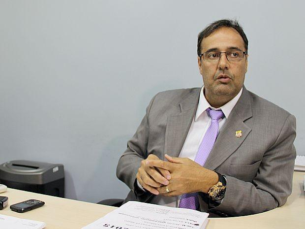 Ivo Martins, delegado titular da Delegacia Especializada em Homicídios e Sequestros (DEHS) (Foto: Indiara Bessa/G1 AM)