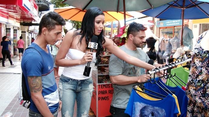 Dan e Niara levaram Daniel Pinheiro aos comércios do centro da capital. (Foto: Produção / Se Liga VM)