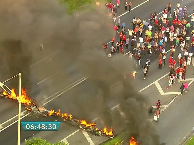 Grupos protestam em 6 estados e no DF contra a PEC que limita gastos