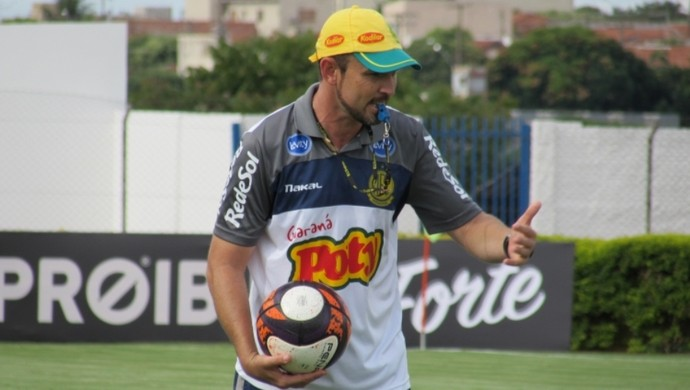 Moisés Egert técnico do Mirassol (Foto: Vinicius de Paula / Agência Mirassol)