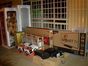 Polícia apreendeu produtos em uma casa; prejuízos chegam a R$ 1 milhão (Foto: Reprodução/TV Anhanguera)