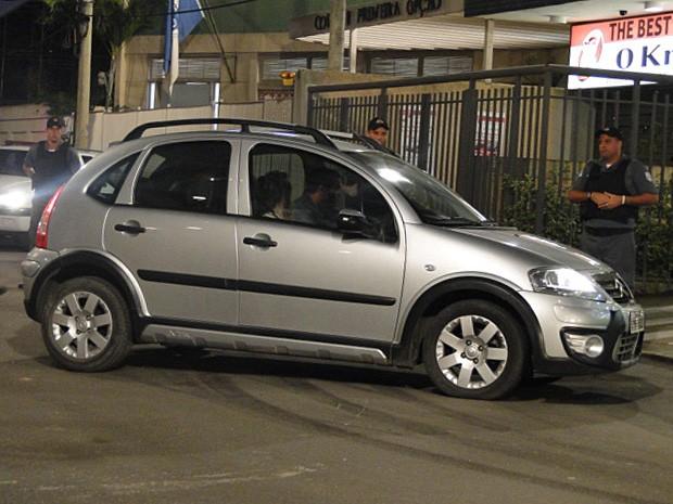 Tomás não consegue frear e derrapa com o carro (Foto: Malhação / TV Globo)