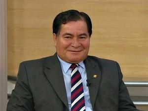 Senador boliviano asilado no Brasil participa de fórum no Espírito Santo (Foto: Reprodução/TV Gazeta)