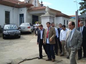 Luis Di Fiori e os representantes do Hospital São Camilo (Foto: Jéssica Pimentel / G1)