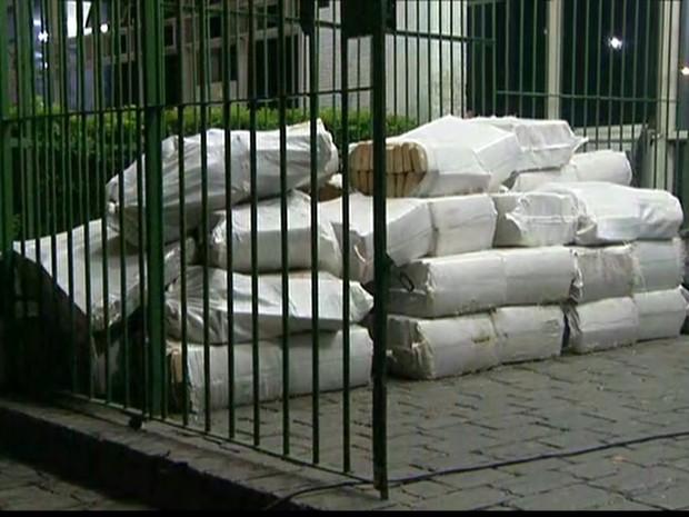 Droga apreendida em carreta na Zona Norte de SP (Foto: Reprodução/TV Globo)