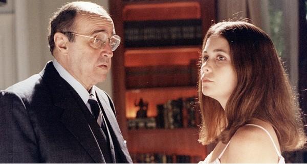 Mauro Mendonça e Claudia Abreu vivem pai e filha no primeiro episódio da série, que volta ao ar no dia 25 (Foto: Reprodução/ TV Globo)