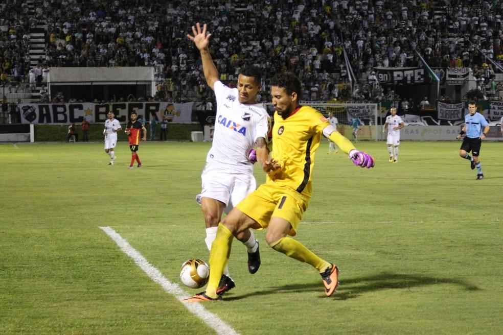 Rafael criticou a postura ofensiva do Globo FC no segundo turno do Campeonato Potiguar (Foto: Andrei Torres/ABC)