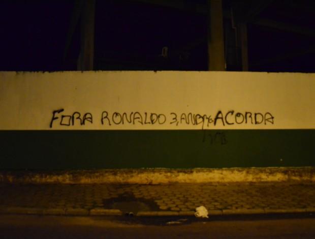 pichação, muro, pichado, orlando scarpelli, figueirense, protestos, florianópolis (Foto: Marcelo Silva)