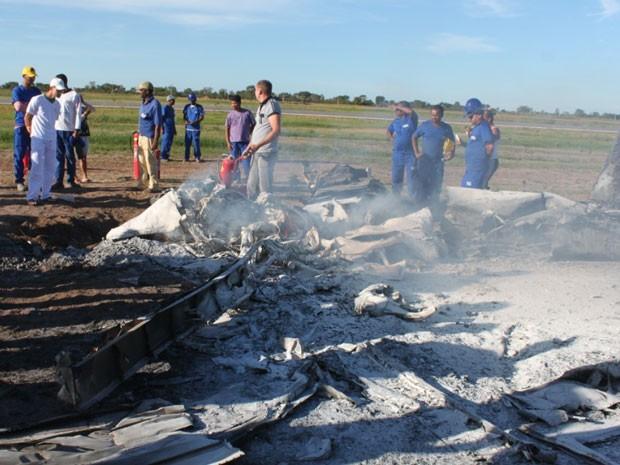 Avião cai em Luis Eduardo Magalhães, no oeste da Bahia (Foto: Carlos Alberto Sampaoi/ Jornal O Expresso)