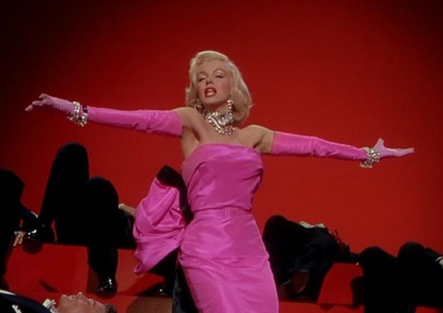 """Mairlyn Monroe em """"Os Homens Preferem As Loiras"""" (Foto: Reprodução)"""