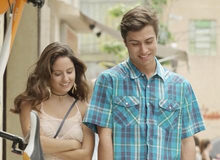 Filipe e Nanda vão ao cinema e rola clima entre os dois