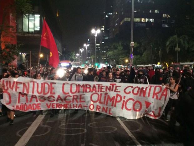 Manifestantes saíram em marcha pela Avenida Paulista em direção à Rua Augusta (Foto: Roney Domingos/G1)